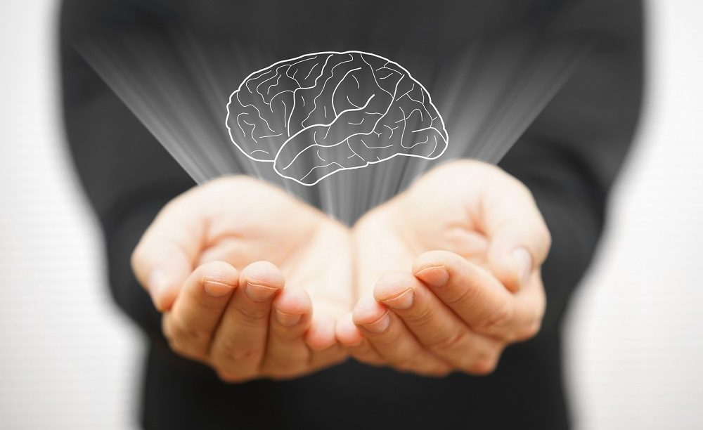 Brain in hands represents common concussion myths